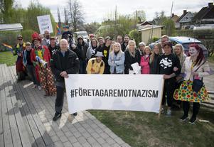 Fick nog och demonstrerade, paret bakom Enghs mek.