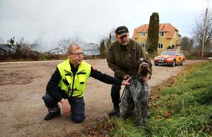 Räddningsledare Per-Erik Jonsson, Orsa räddningstjänst, Lars-Olov Uleander, ägare av Stackmora trädgård och hjälten hunden Kato.