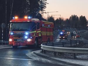 Under räddningsarbetet var det mycket begränsad framkomlighet på viadukten i båda riktningarna. Två personer skadades i olyckan som inträffade ut mot Lugnetleden vid trafikplatsen Norslund på måndagseftermiddagen.