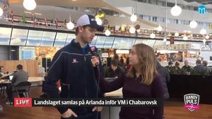David Pizzoni Elfving åker med landslaget till Chabarovsk, här intervjuas han av Bandypuls Jonna Igeland på Arlanda.
