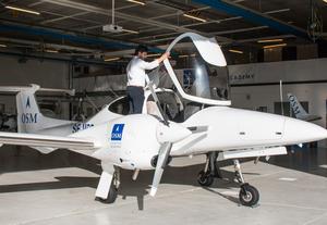 Sebastian Soltani utbildade sig till flyginstruktör på OSM Aviation Academy på Hässlö i Västerås. Nu arbetar han som instruktör där.