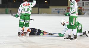 Per Hellmyrs blev liggande livlös efter krocken med Magnus Joneby.