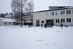 Det lär dröja flera år innan bland annat Högbergsskolan fått ny ägare på papperet. Men när ägarskiftet skett så kan åtskilliga miljoner läggas på underhåll av kommunens fastigheter, uppges det.