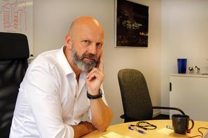 Lars Eklund i sitt kontor i företagets lokaler på Terminalvägen i Timrå.