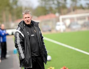 Gustafstränaren Tomas Hultgren har en del att fundera över inför torsdagens derby mot Korsnäs.
