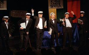 En bild från revy Gubbröra år 2000. Från vänster Barbro Ulfeldt, Leif Bylars, Håkan Persson, Helena Bruhn, Leif  Flodin och Malin Kernby. Foto/arkiv:Ulf Borin