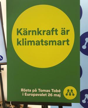 """""""Kärnkraft är klimatsmart"""" står det på Moderaternas affisch nu i EU-valtider. Vill Moderaterna införa kärnkraften som en EU-fråga? I dag är den en nationell angelägenhet, skriver Mats Wedberg. Foto: Owe Nilsson, TT."""
