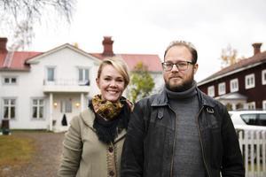Skynda långsamt, med ömhet för husets alla detaljer. Det är Jessica och Henric Östbergs motto för restaureringen av gården.