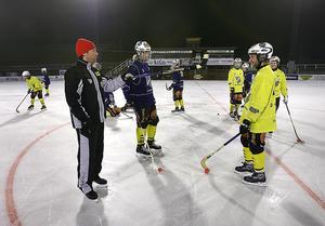 Svenne Olsson under ett träningspass med Broberg 2008, då han var alldeles i början av tränarkarriären. FOTO: Hans-Åke Sandberg