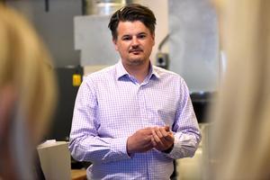 Andreas Wessung föreläste och visade eleverna Mora CNC Production.