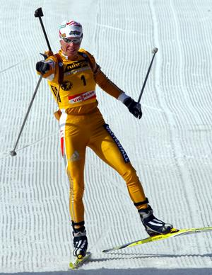 Magdalena avslutade sin framgångsrika karriär söndagen den 24 mars 2002 iförd en guldfärgad dräkt.