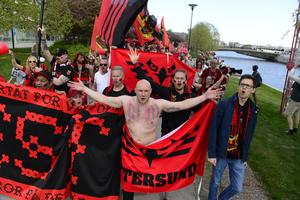 Falkarna –  ÖFK: s supporterklubb – på väg mot Jämtkraft och en match i allsvenskan.
