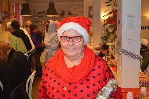 Gunborg Morén är ordförande för Röda Korset i Hedemora. Hon vill ha in fler paket till insamlingen i Bilforum.