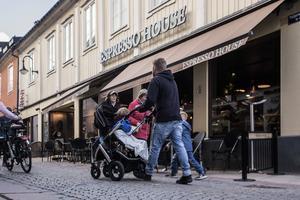 Espresso House i Norrtälje är det enda stället som fick slå igen helt efter att miljöinspektörerna sagt sitt, hittills.