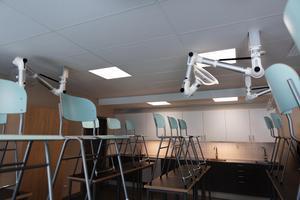 Naturkunskapssalen med modern utrustning underlättar laborationer.
