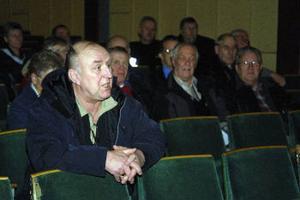 Förre polisen Bo Lögdahl fick stöd för kritiken om att det är svårt att nå polisen. Telefonrutinerna ska ändras, en order från högsta ort.