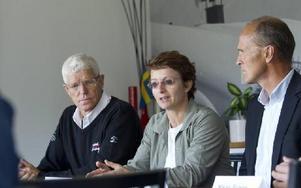 VM-KICK OFF. Sarah Lewis berättar om Internationella Skidförbundets syn på Falun som VM-arrangör. Hon flankeras av Sven von Holst och Per Lehmann.Foto ULF PALM