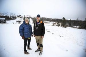 Cecilia Lind, vd, och Sven-Olof Hedin, driftchef, berättar att det är sista året som Trillevallen ska förlita sig på natursnö. I sommar byggs den nya dammen som behövs för snökanonerna.