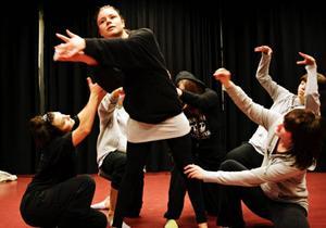 Eleverna har själva skrivit manus och gjort koreografin till sitt framträdande på Campus. Teatereleverna har gjort sin bit och danseleverna sin. Slutresultatet visar sig i dag.