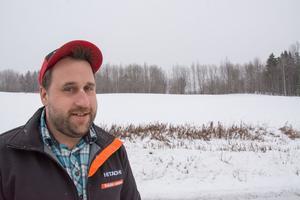 Jonas Karlssons firma sköter all slyröjning kring gårdar, ängar och längs rågångar.