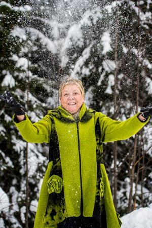 Flytten från Jämtland till Ånge förde Eva Magnusson närmare råvaran som också är grunden för företaget Skogens Sköna Gröna – späda granskott som plockas på egen mark i egen skog.