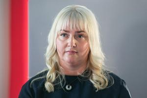 Elin Hoffner (V) är gruppledare samt ledamot i både regionstyrelsen och regionfullmäktige. Hon sitter även med i hälso- och sjukvårdsnämnden i Region Jämtland Härjedalen.