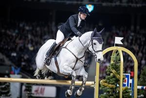 Friends Arena i Solna 30 november 2019. Stephanie Holmén på  hästen Dinaro under Sweden International Horse Show. Foto: Christine Olsson / TT