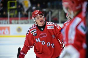 Fredrik Olofsson fortsätter att vara en kraft att räkna med i Modo. På onsdagen stod han för poäng för åttonde matchen i rad när han sköt 4–1 mot Västerås hemma.