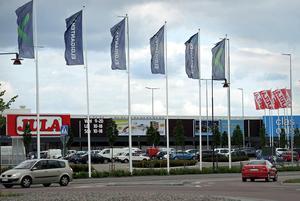 En tonåring har åtalats misstänkt för snatteri från en affär på Norra Backa handelsområde i Borlänge. Han ska ha tagit två väskor som var värda 698 kronor.