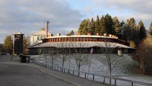 Badplatsen ligger vid Laggarbergs skola.