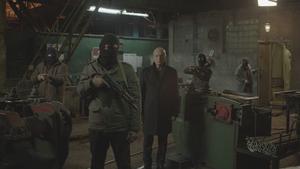 Filmen utspelas inuti en nedläggningshotad stålfabrik på en avlägsen ort i Ryssland, där ett gisslandrama urartar till en blodig uppgörelse mellan några arbetare och kriminella hantlangare. Pressbild.Foto: Njutafilms