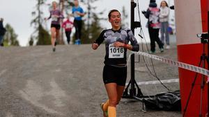 I fjol sprang Jenny Larsson hem Frösöberget Runt framför Sofia Henriksson.