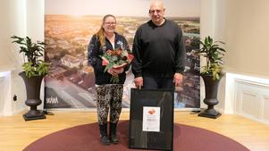 Det goda exemplet gick till  Hjälp oss hjälpa och Mikael Andersson och Marianne Ask. Foto: Skara kommun
