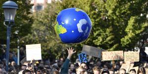 Det är återigen dags för globala strejker eller manifestationer för klimatet. Människor över hela världen samlas den 29 november och 6 december med anledning av klimattoppmötet, COP25, i Madrid , skriver artikelförfattarna. Foto Anders Wiklund, TT.