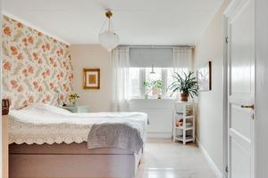 Fastigheten har sex rum och kök, varav fyra sovrum. Foto: Johan Blomquist, Bostadsfotograferna