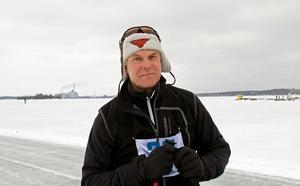 Pelle Gabrielsson från Västerås åkte för motionens skull. Han hade kollat banan i förväg och sett att isen var bra.
