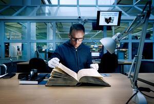 NA:s reporter Robban Andersson besöker Uppsala landsarkiv och hittar rådhusprotokollen från 1632.