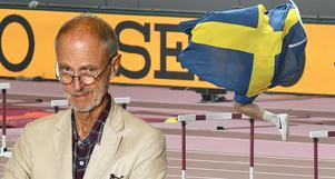 Daniel Ståhl skuttar och visar sin glädje över VM-guldet. Idrottare gör gärna så, men har ofta svårare att hitta ord för glädjen. Foto: AP