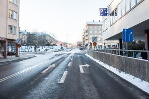 2019. Stora gatan, mot Ringvägen, uppför backen mot Oxbacken.