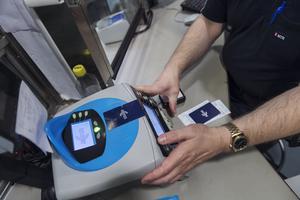 Det är inte vem som helst förunnat, att ha en sådan maskin i sin butik som behövs för att kunna sälja SL-biljetter.