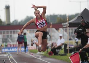 Emelie Nyman Wänseth i ett av hoppen i SM-finalen. Foto: TT