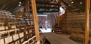 Mycket teater har spelats på Årby loge i Enhörna. I sommar ger Täljerevyn fyra föreställningar här.