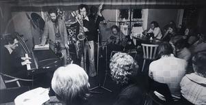 I ÖA:s arkiv finns en bild tagen den 30:e december 1974 när Örnsköldsviks Jazzklubb bjöd på jazzjam på Café NK.  Under kvällen spelade bland annat  husbandet bestående av  Bengt Lindgren och Anders Strandberg på tenorsax, Tor-Ivar Wiklund, gitarr, Göran Strandberg, el-piano, Bo Nilsson, trummor och Fältén på bas.