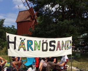 Förhoppningsvis visas banderollen i TV även i år. För tionde gången är gänget från Härnösand nere.