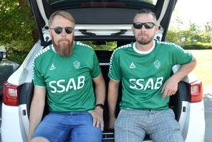 Fredrik Haglind, här tillsammans med Matias Hautamäki från Serik Fans, hoppas kunna sjunga fram Brage till tre poäng i Halmstad på söndag.