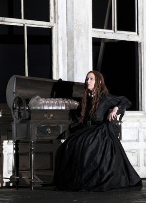 "Alisa i Gaetano Donizettis ""Lucia di Lammermoor"" (2011)."
