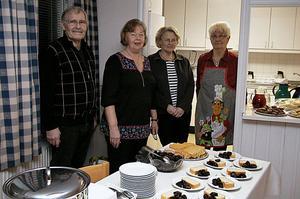 Björn Hallfors, Kerstin Jonsson, Ann-Charlotte Hallfors och Anne-Marie Eklund jobbade i köket. Bland annat bjöds det på plommon, grädde och sockerkaka.