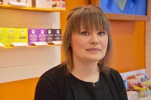 Johanna Erlandsson berättar att handspriten helt sålt slut på Kronans apotek men att hon räknar med att det kommer in nytt i mitten av mars.