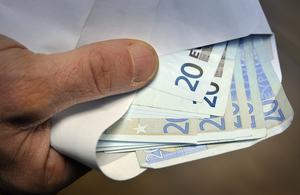 20- och 50-sedlarna hör till de vanligaste förfalskningarna av euron. Bild: Stefan Gustavsson/SvD/Scanpix