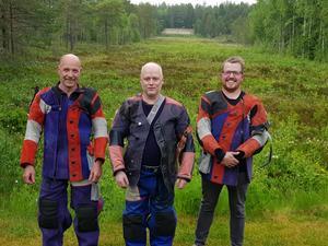 Stefan Burchardt flankeras av Bengt Jansson tv och Daniel Wallberg till höger.